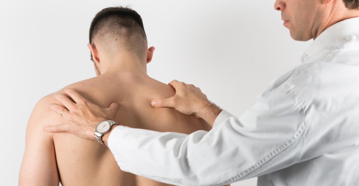Exploración espalda, traumatología deportiva en Barcelona